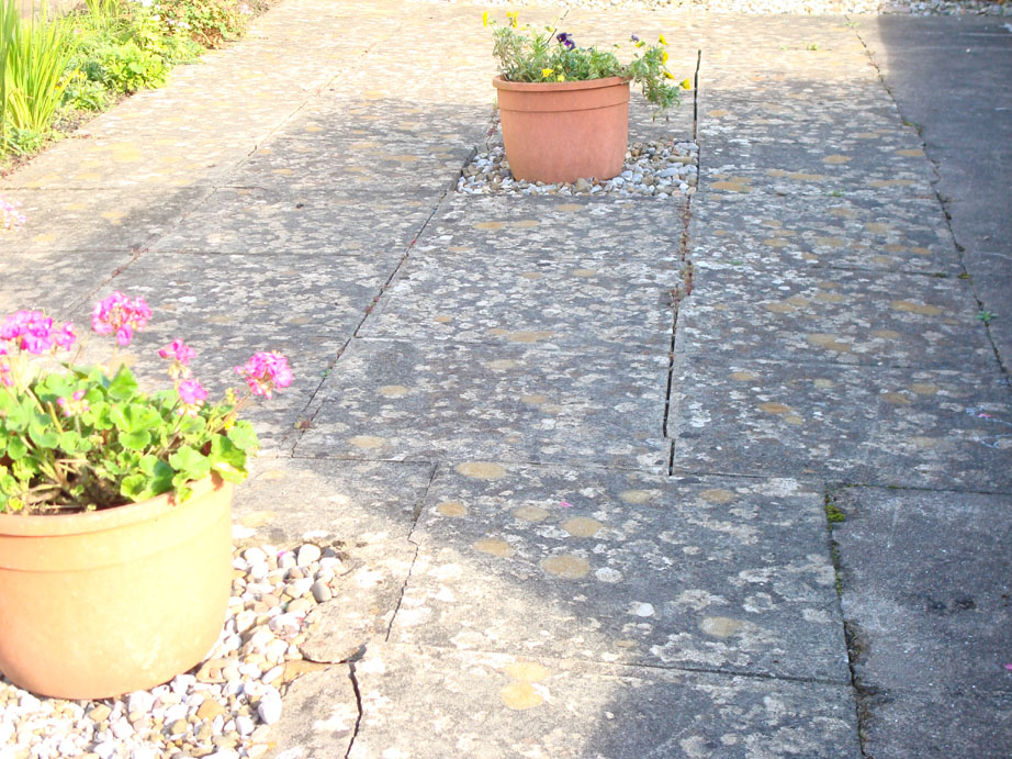Patio before and after cleaning by Homefix UK